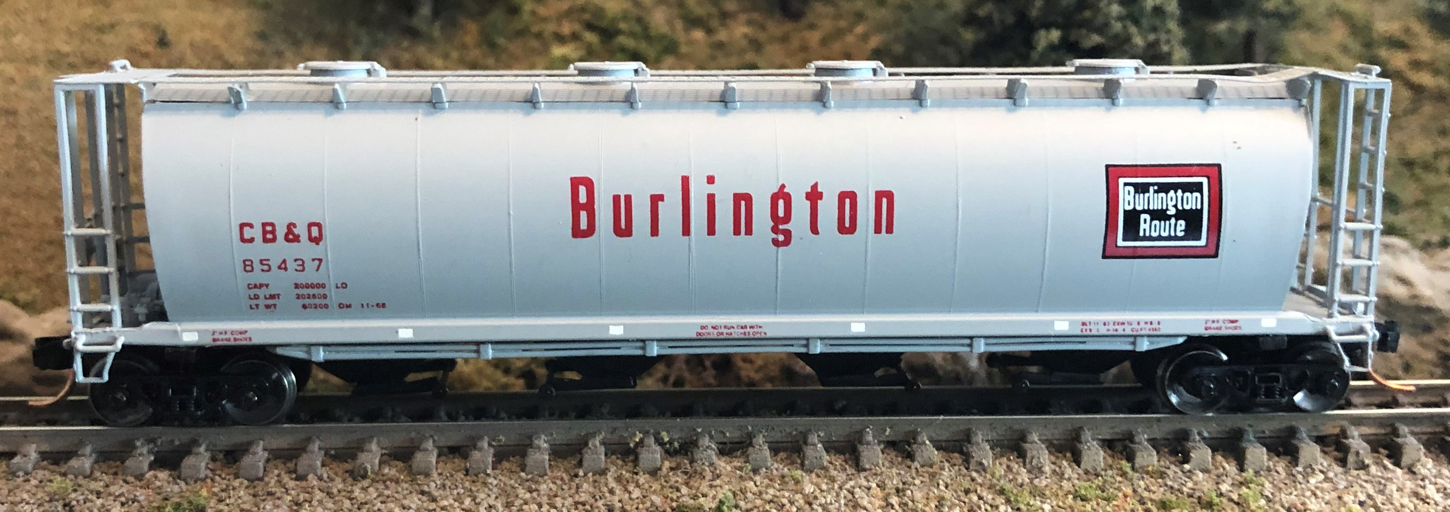 N Scale - InterMountain - 65216-21 - Covered Hopper, 4-Bay, Cylindrical - Burlington Route - 85437