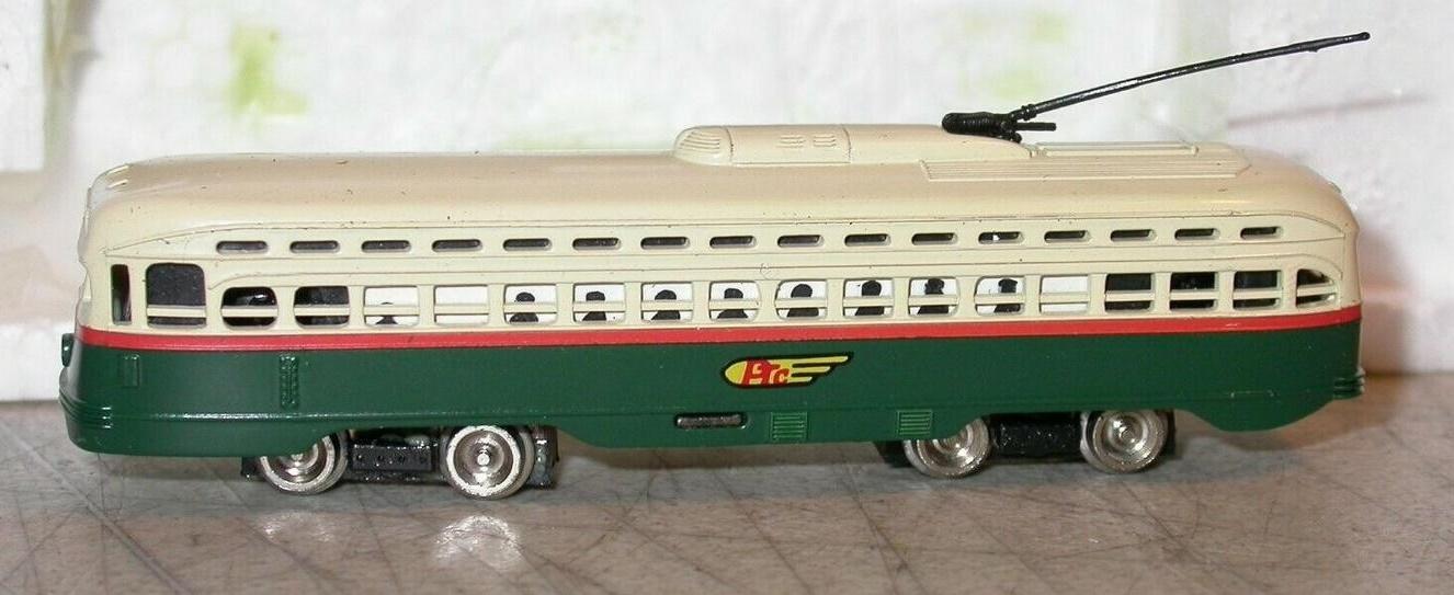 N Scale - Bachmann - 62989 - Streetcar, Electric, PCC Trolley - Yellow Transit - 7407