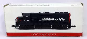 N Scale - High Speed - 418 - Locomotive, Diesel, EMD GP35 - Southern Pacific - 9725