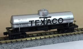 N Scale - Micro-Trains - 65070 - Tank Car, Single Dome, 39 Foot - Texaco - 3574