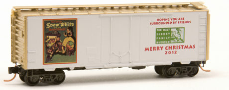 N Scale - Micro-Trains - NSE MTL 12-102 - Boxcar, 40 Foot, Steel Plug Door - Merry Christmas - 2012