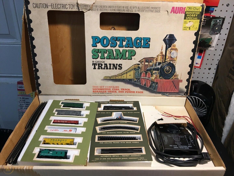 N Scale - Aurora Postage Stamp - 4722 - EMD F9 5-Unit Freight Set - Penn Central - 7-Unit Set