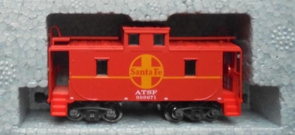 N Scale - Kato USA - 106-0011-E - Caboose, Cupola, Steel, NE - Santa Fe - 999671