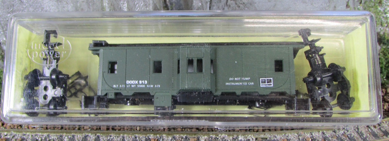 N Scale - Loco-Motives - 821 - Caboose, Bay Window - Department of Defense - 913