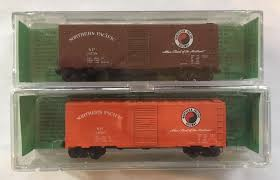 N Scale - Deluxe Innovations - 141801 - Boxcar, 40 Foot, AAR 1944 - Northern Pacific - 24738, 24616