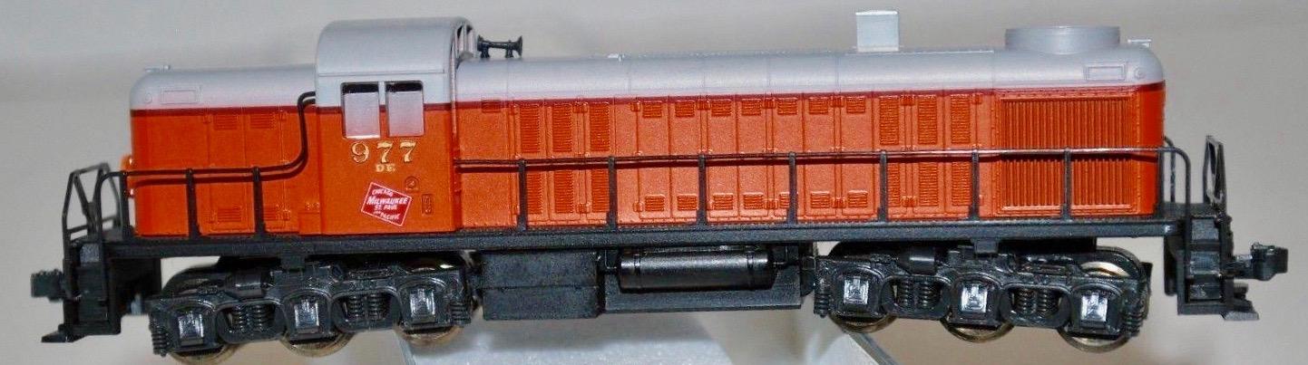 N Scale - Kato USA - 176-4302 - Locomotive, Diesel, Alco RSC-2 - Milwaukee Road - 989