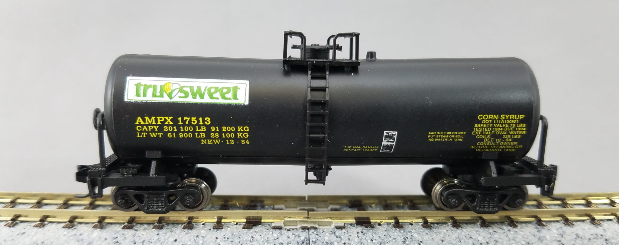 N Scale - Con-Cor - 0001-160102 - Tank Car, Single Dome, Funnel-Flow - American Maize Products - 17513