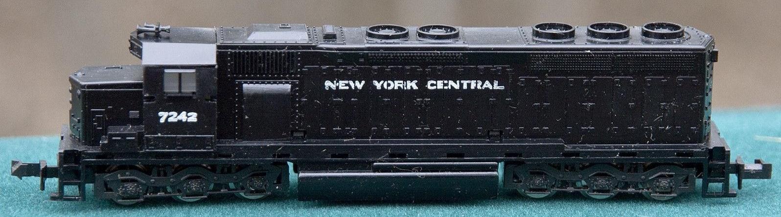 N Scale - Con-Cor - 2201-H - Locomotive, Diesel, EMD SD45 - New York Central - 7242