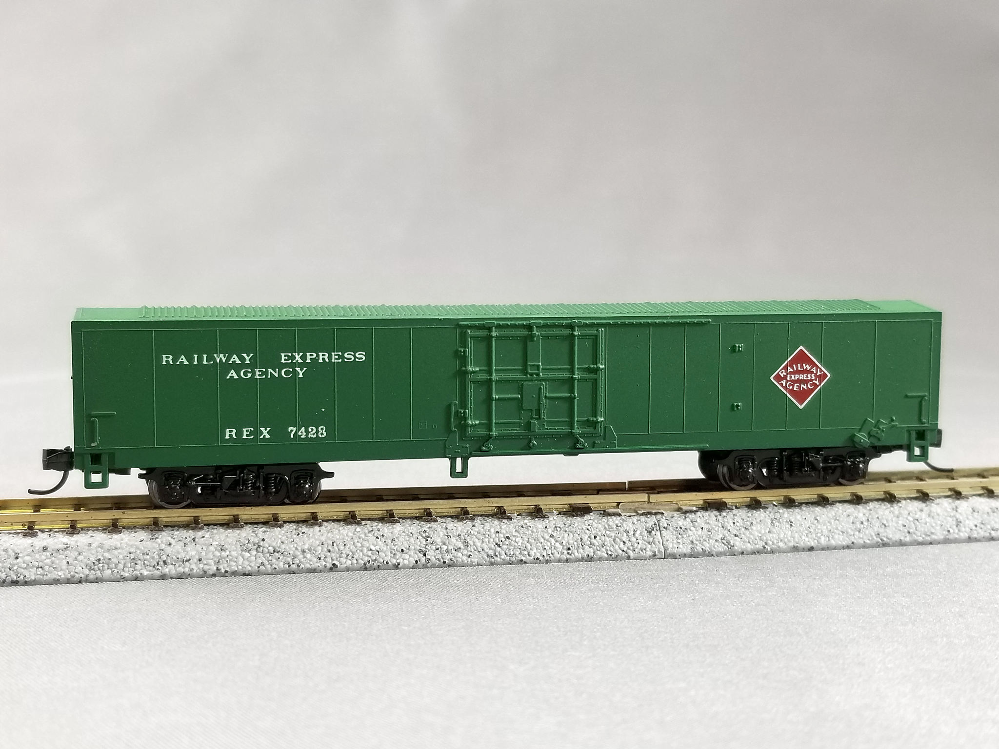 N Scale - Con-Cor - 0001-004182 (1) - Boxcar, 60 Foot, Material Handling - Railway Express Agency - 7428