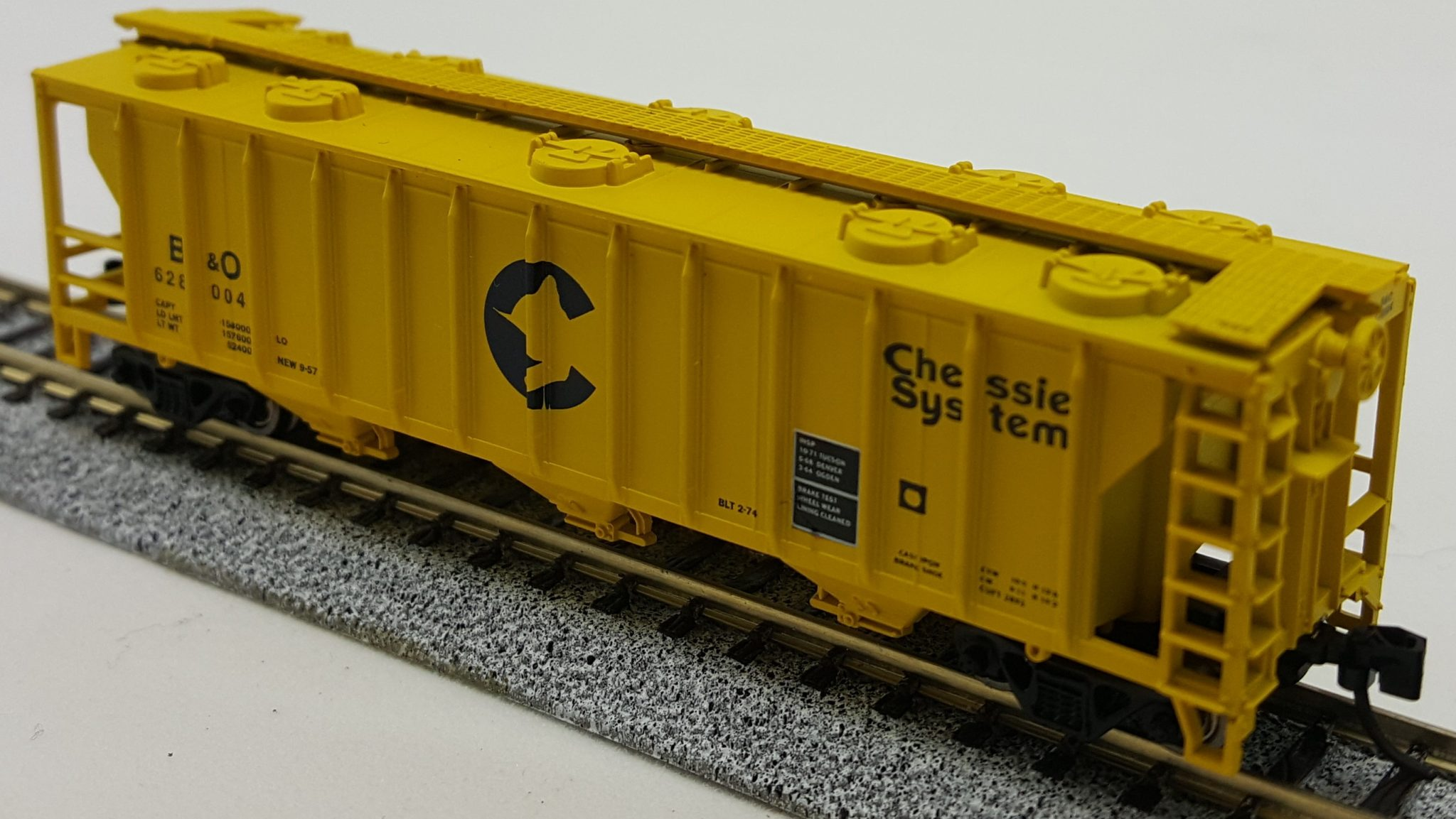 N Scale - Con-Cor - 0001-015093  - Covered Hopper, 3-Bay, PS2 2893 - Chessie System - 628004