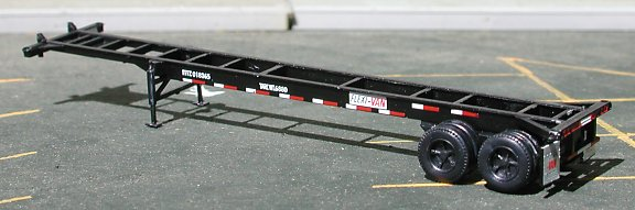 N Scale - Deluxe Innovations - 1010 - Container Chassis, 40 Foot - Flexi Van - 018365, 018382