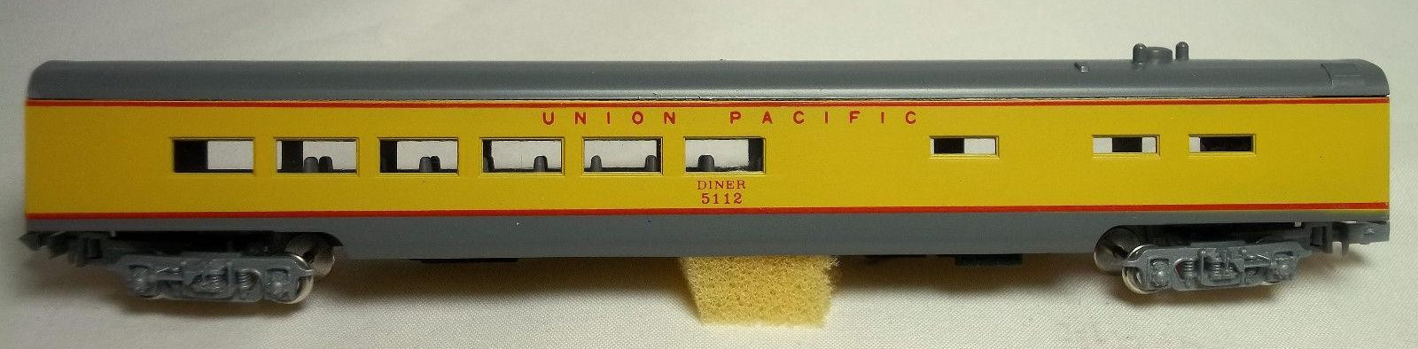 N Scale - Con-Cor - 4071E - Passenger Car, Lightweight, Smoothside, Diner - Union Pacific - 5112