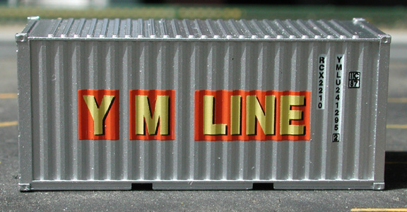 N Scale - Deluxe Innovations - 3200 - Container, 20 Foot, Smooth, Refrigerated - Yang Ming - 241295 241282