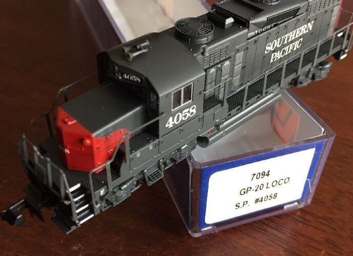 N Scale - Life-Like - 7094 - Locomotive, Diesel, EMD GP20 - Southern Pacific - 4058
