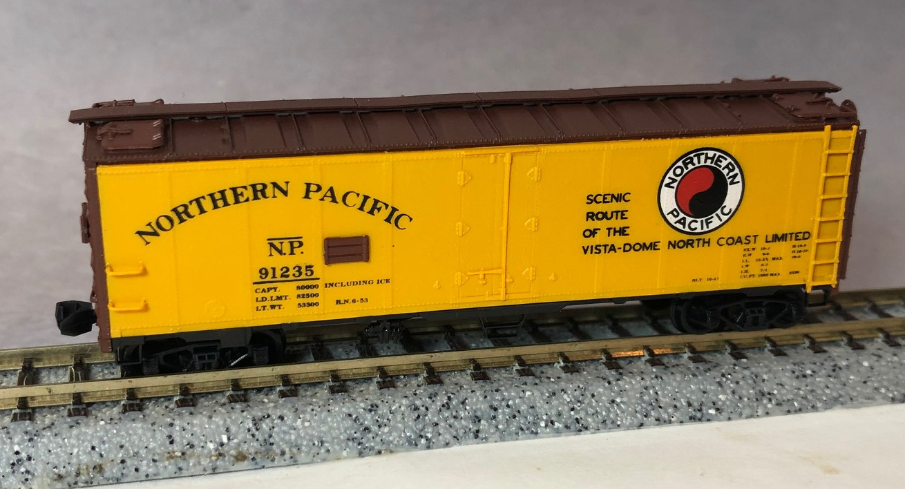N Scale - InterMountain - 65502-11 - Reefer, 40 Foot, R-40-23 - Northern Pacific - 91235