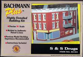 N Scale - Bachmann - 35154 - 2 story commerical building with door in corner - Commercial Structures - S & S Drugs