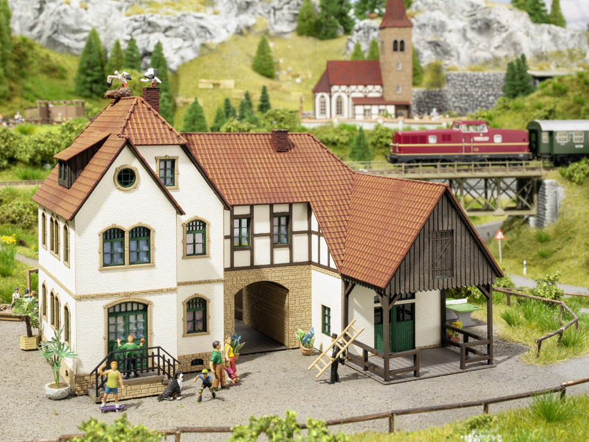 N Scale - Noch - 63703 - Farm House - Residential Structures - Holiday Farm