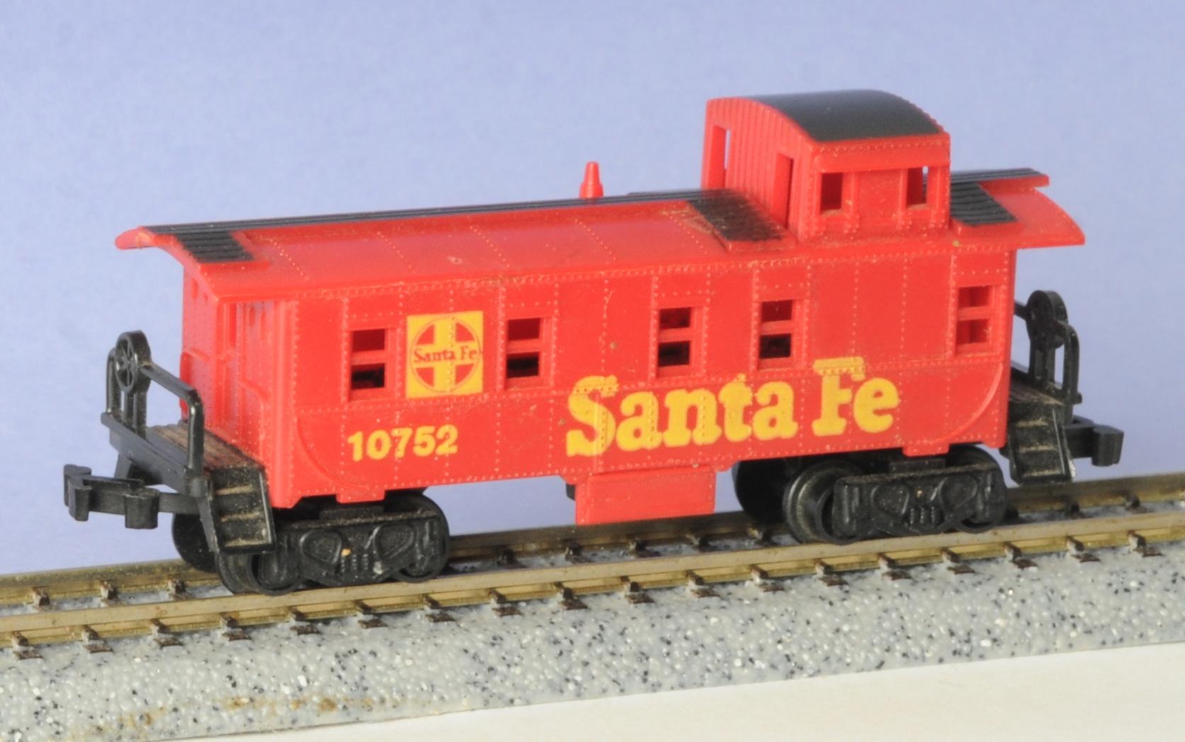N Scale - Aurora Rail Masters - 5475-400R - Caboose, Cupola, Steel - Santa Fe - 10752