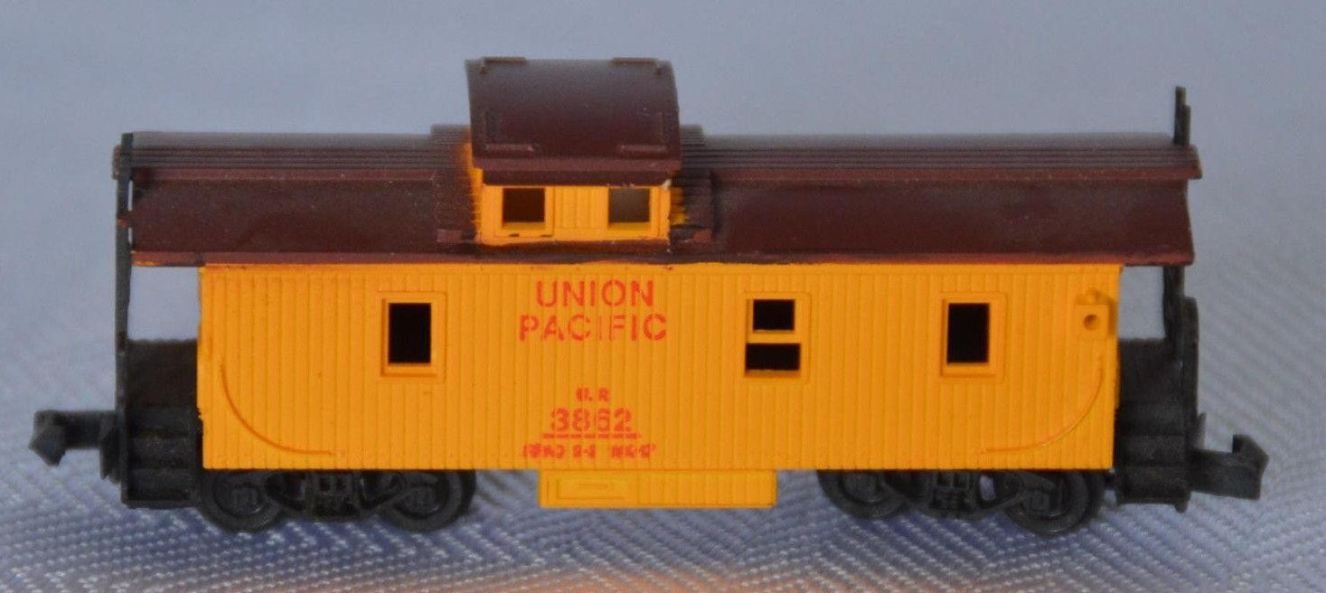 N Scale - Revell - 2592 - Caboose, Cupola, Wood - Union Pacific - 3862