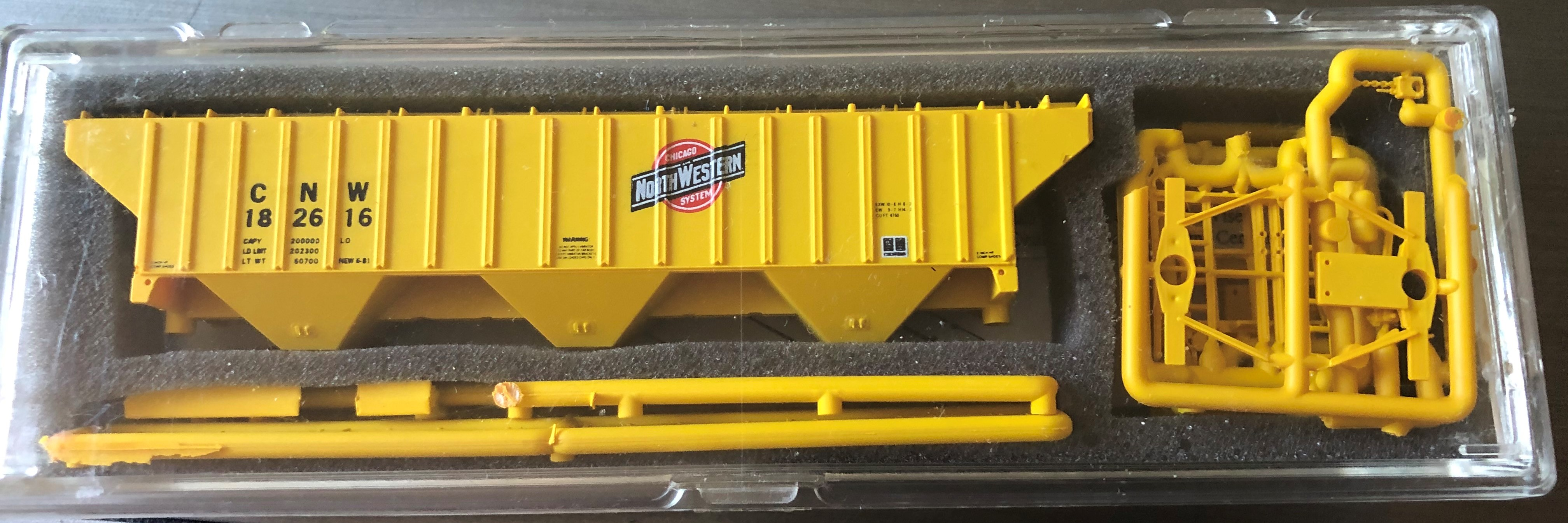 N Scale - InterMountain - 60320-01 - Covered Hopper, 3-Bay, Thrall 4750 - Chicago & North Western - 182616