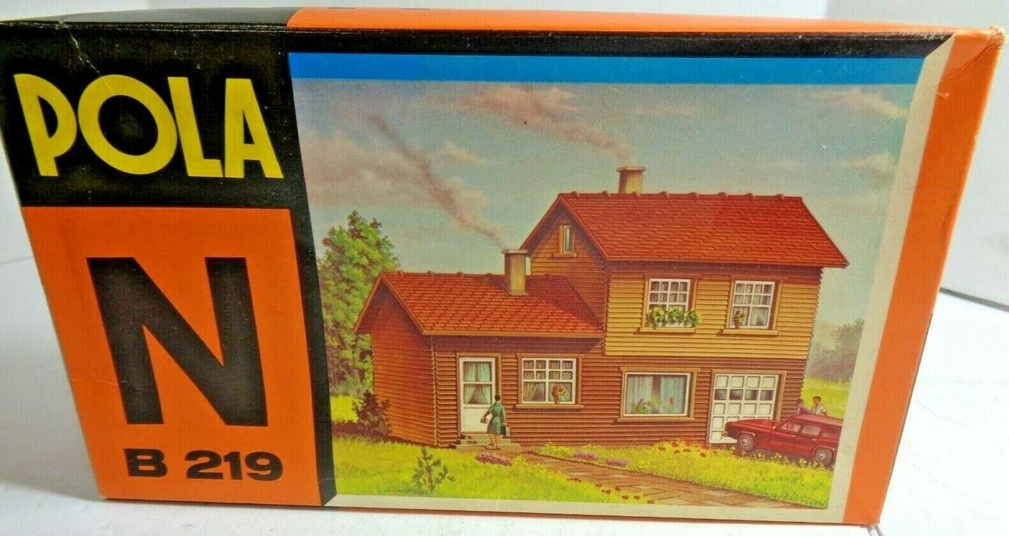 N Scale - Pola - 219 - House - Residential Structures - House with Garage
