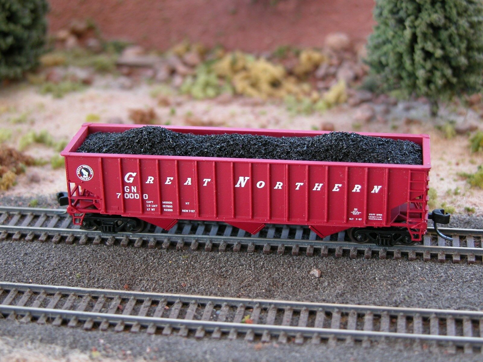 N Scale - Hay Bros - 7010 09 - Load - Painted/Unlettered - Multi-Hump Coal