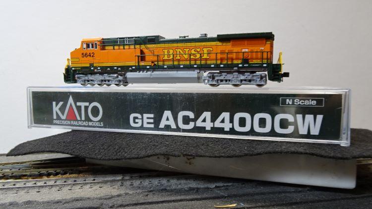 N Scale - Kato USA - 176-7111A - Locomotive, Diesel, GE AC4400CW - Burlington Northern Santa Fe - 5642