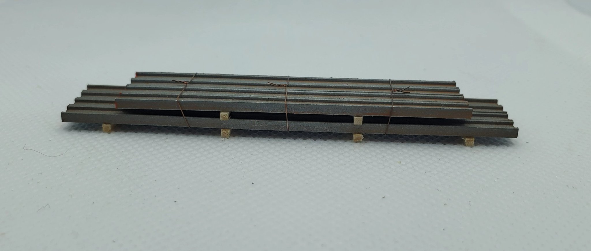 N Scale - CG Model Trains - 13425 - Railcar Loads - Painted/Unlettered - Steel I-Beams