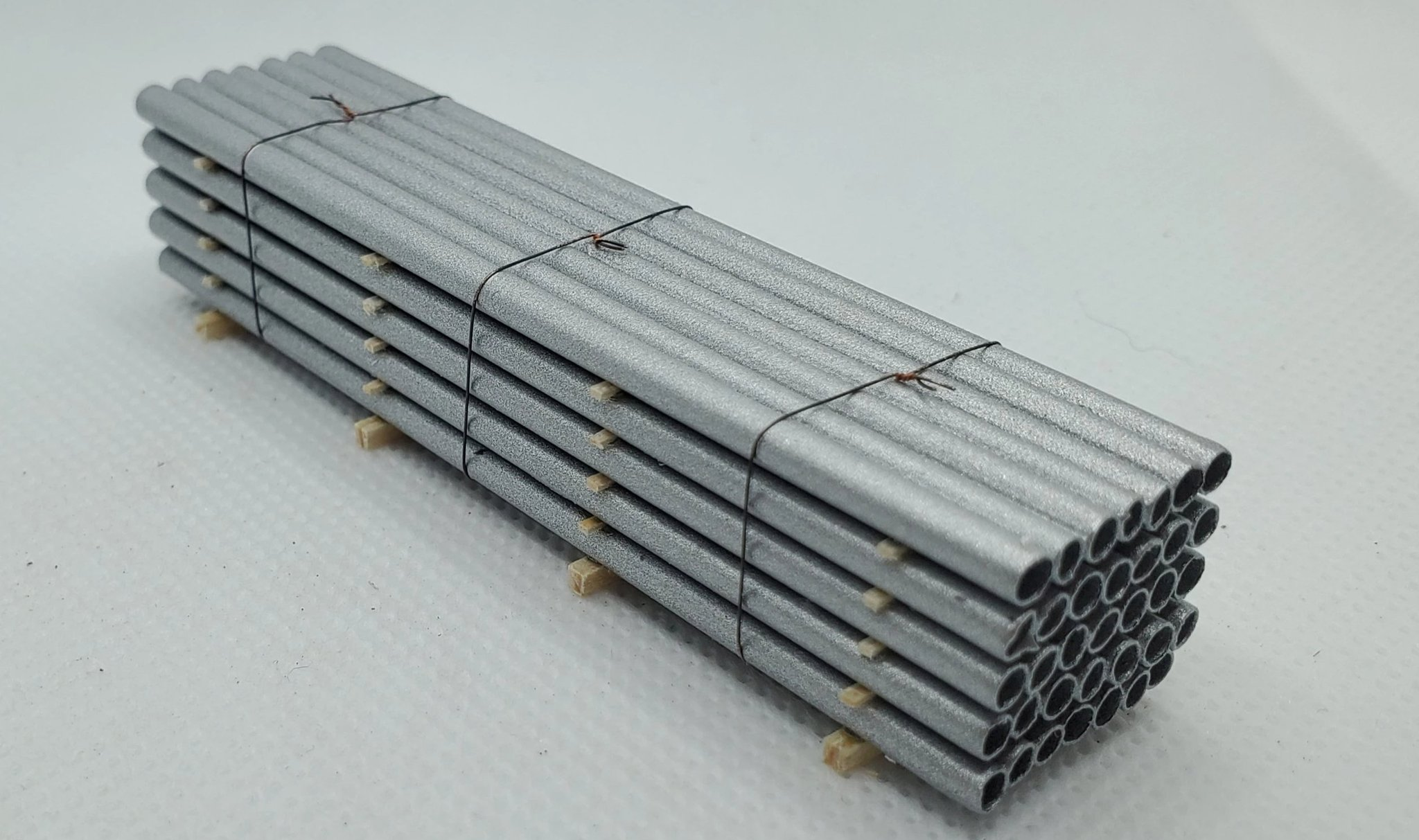 N Scale - CG Model Trains - 13545 - Railcar Loads - Painted/Unlettered - Silver Pipe Load