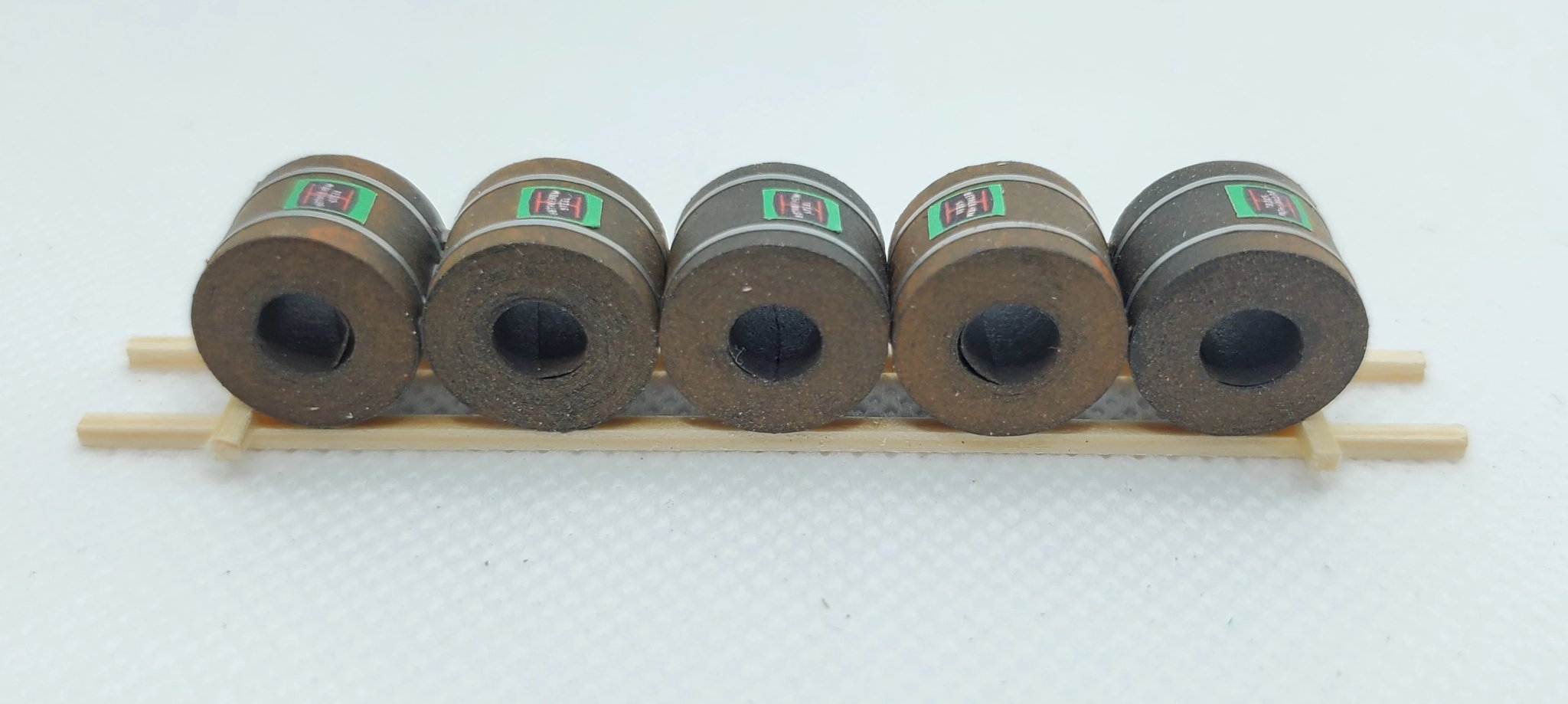 N Scale - CG Model Trains - 13219-C - Railcar Loads - Painted/Lettered - Sheet Rolls