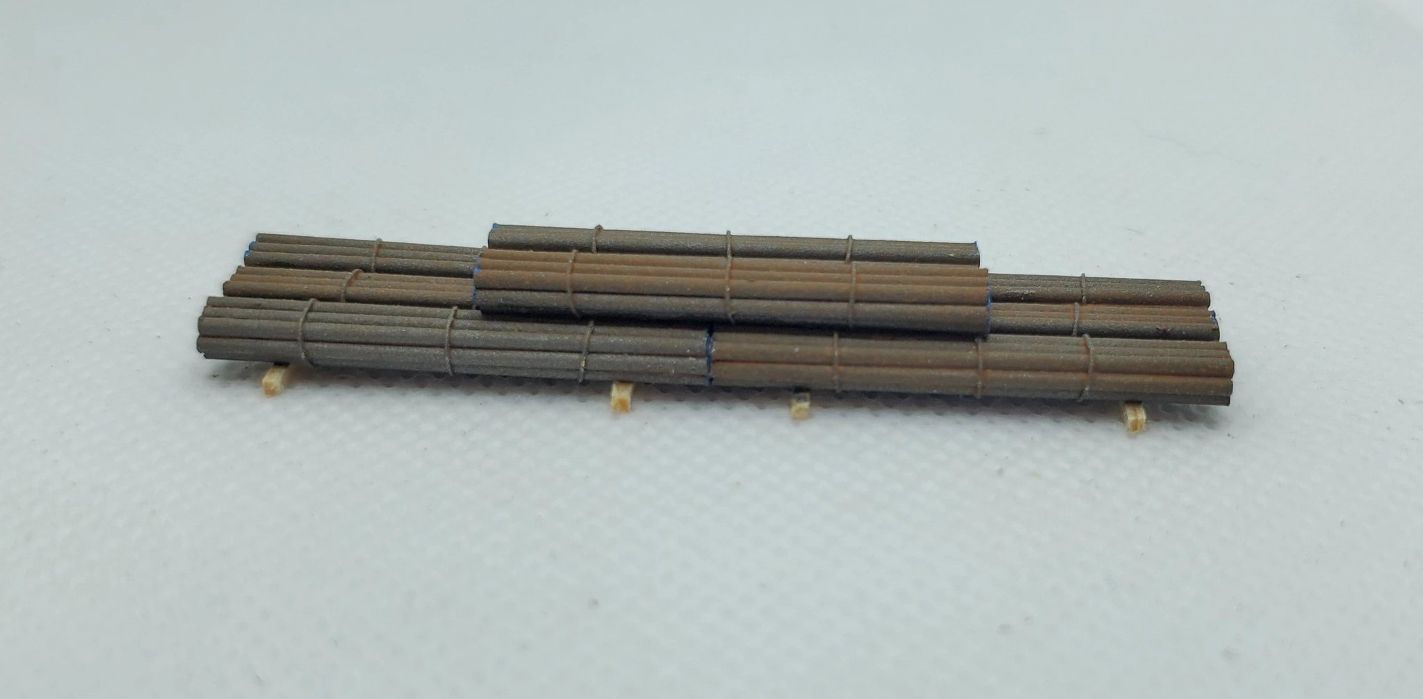 N Scale - CG Model Trains - 13310 - Railcar Loads - Painted/Unlettered - Iron Rod Bundles
