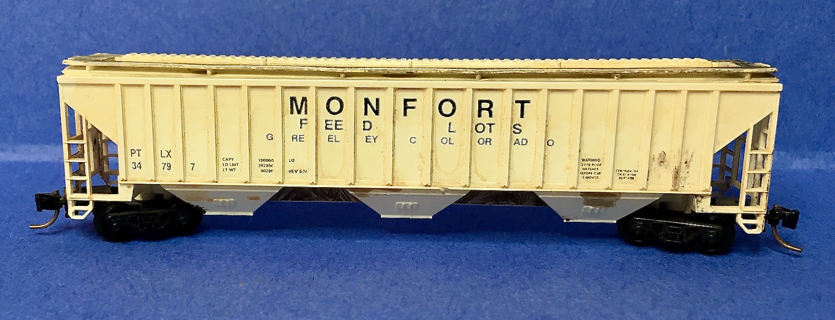 N Scale - Precision Masters - 1429-1 - Covered Hopper, 3-Bay, PS2-CD 4750 - Monfort Feed Lots - 34797