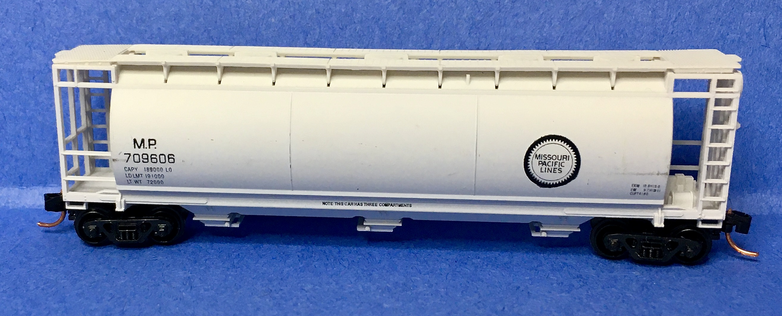 N Scale - Bowser - 37288 - Covered Hopper, 3-Bay, Cylindrical - Missouri Pacific - 709606
