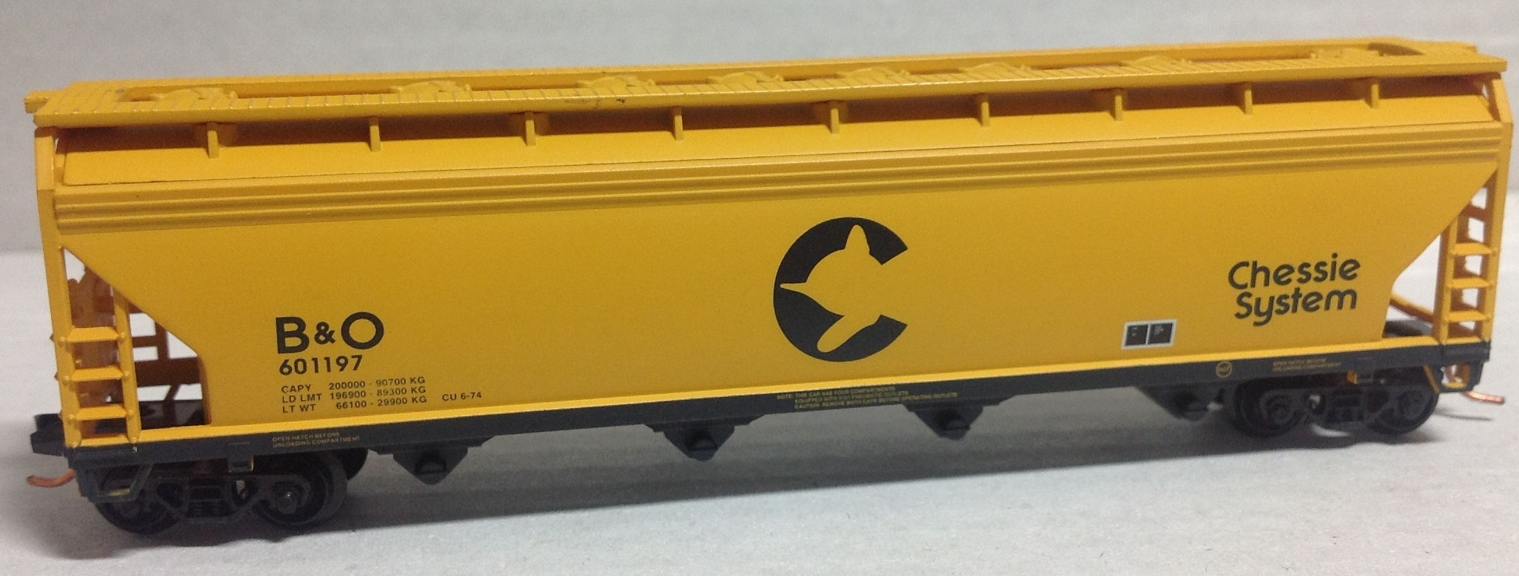 N Scale - Atlas - 39571 - Covered Hopper, 4-Bay, ACF Centerflow - Chessie System - 601197