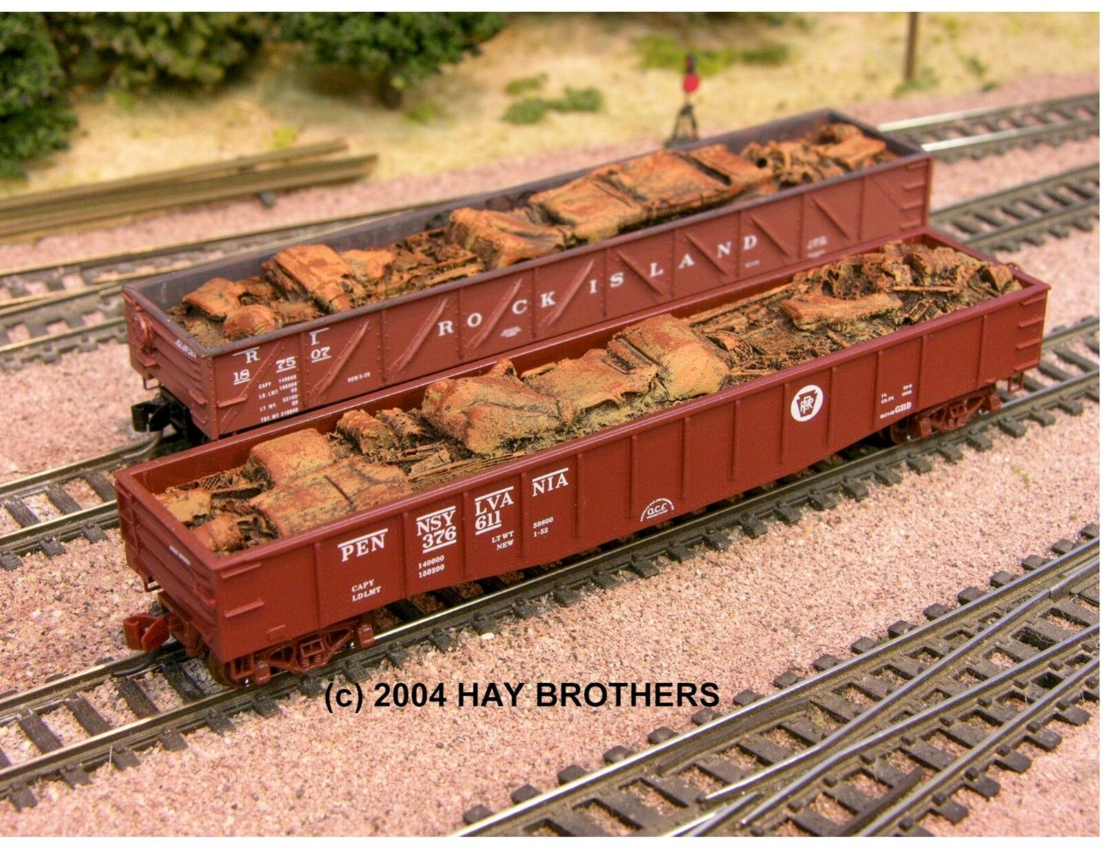 N Scale - Hay Bros - 2001-19 - Load - Painted/Unlettered - 1940-1953 CRUSHED AUTOS & SCRAP