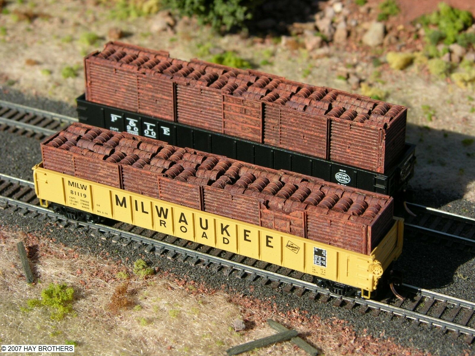 N Scale - Hay Bros - 2001-30 - Load - Painted/Unlettered - 55 GALLON BARRELS / BOXCAR DOORS - FULL HEIGHT