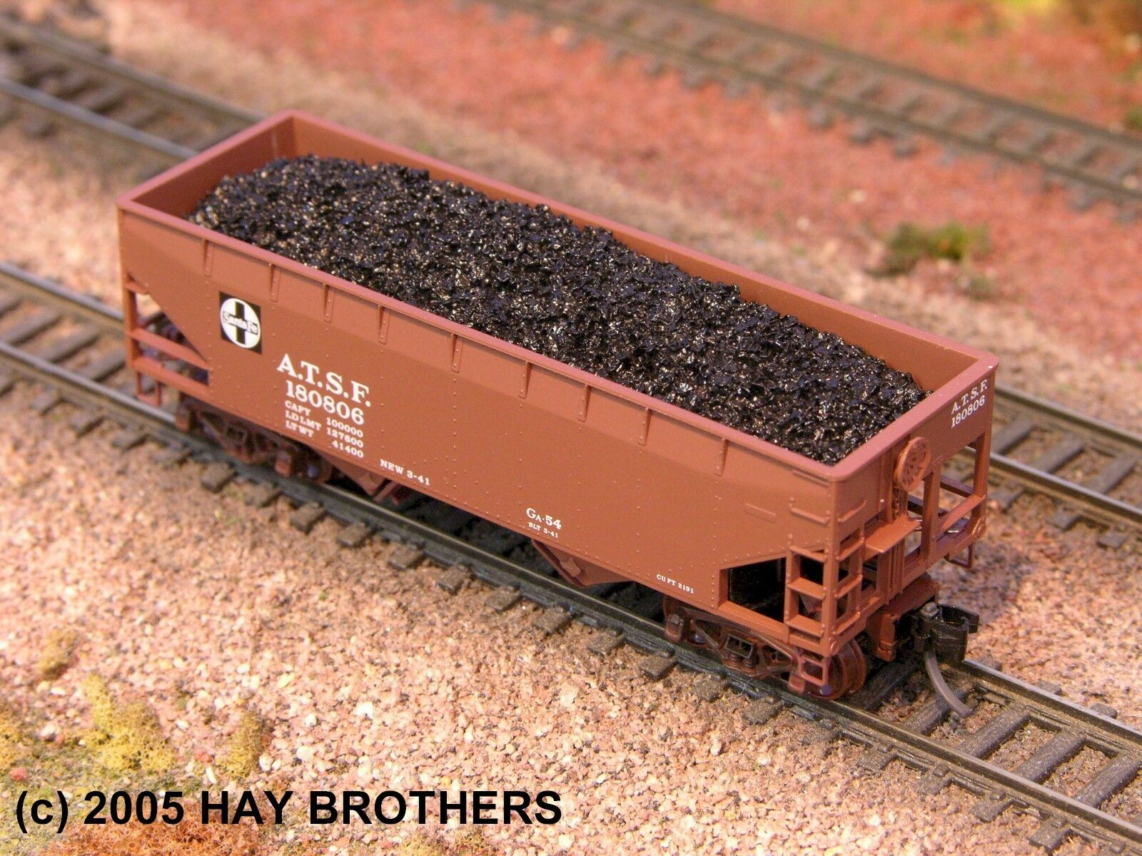 N Scale - Hay Bros - 2002 14 - Load - Painted/Unlettered - Lump Coal Load