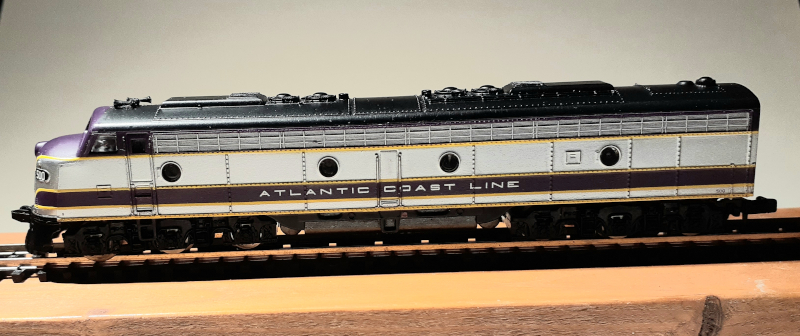 N Scale - Life-Like - 7202 - Locomotive, Diesel, EMD E8 - Atlantic Coast Line - 500