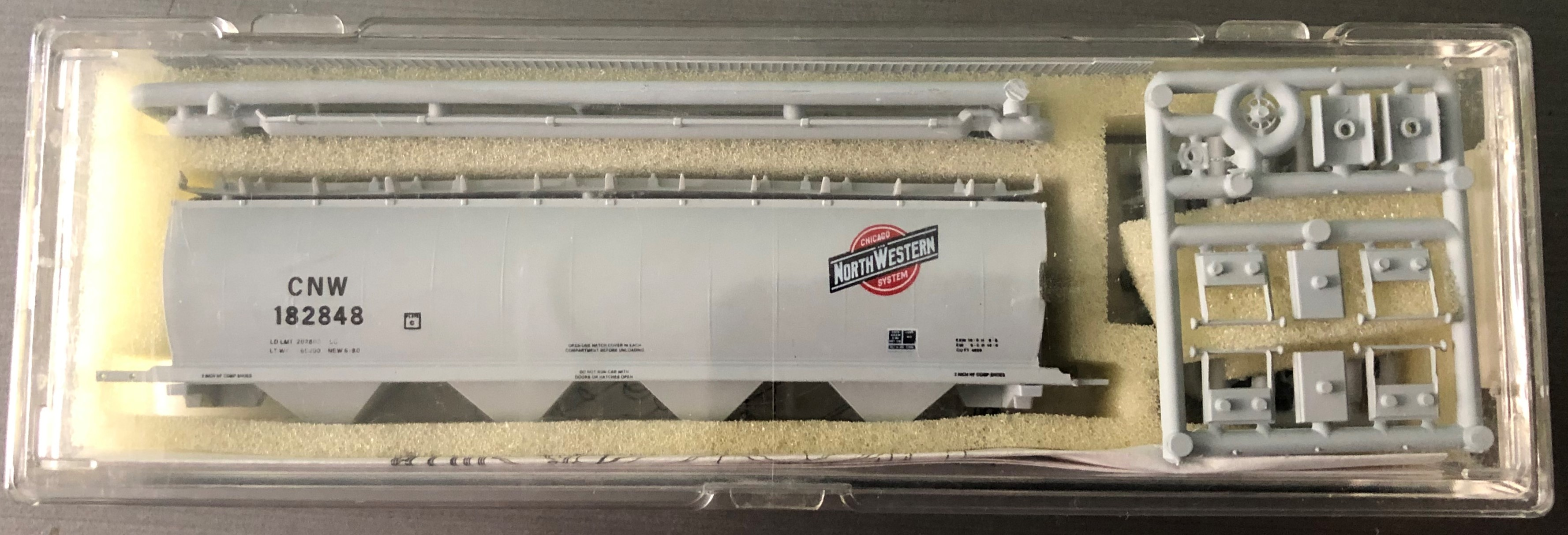 N Scale - InterMountain - 60123-03 - Covered Hopper, 4-Bay, Cylindrical - Chicago & North Western - 182860