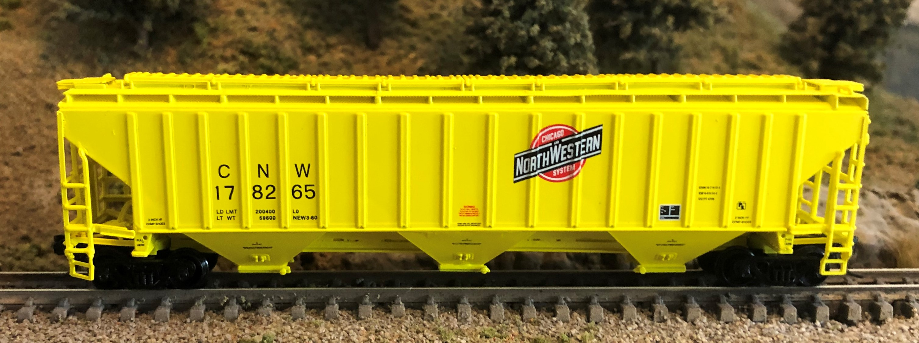 N Scale - InterMountain - 65359-01 - Covered Hopper, 3-Bay, Thrall 4750 - Chicago & North Western - 178000