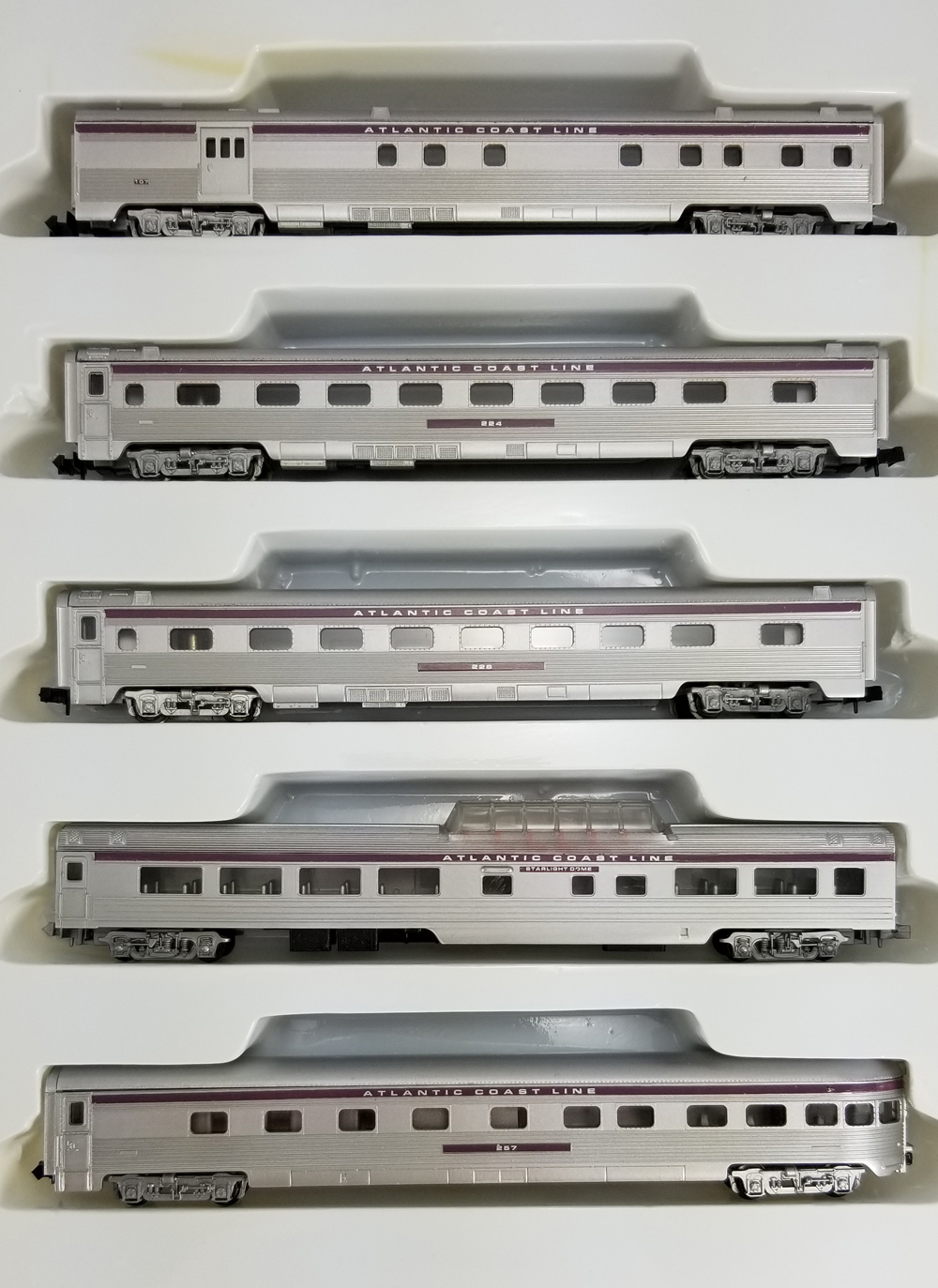 N Scale - Con-Cor - 0003-540131 - Passenger Car, Lightweight, Corrugated - Atlantic Coast Line - 5-Pack