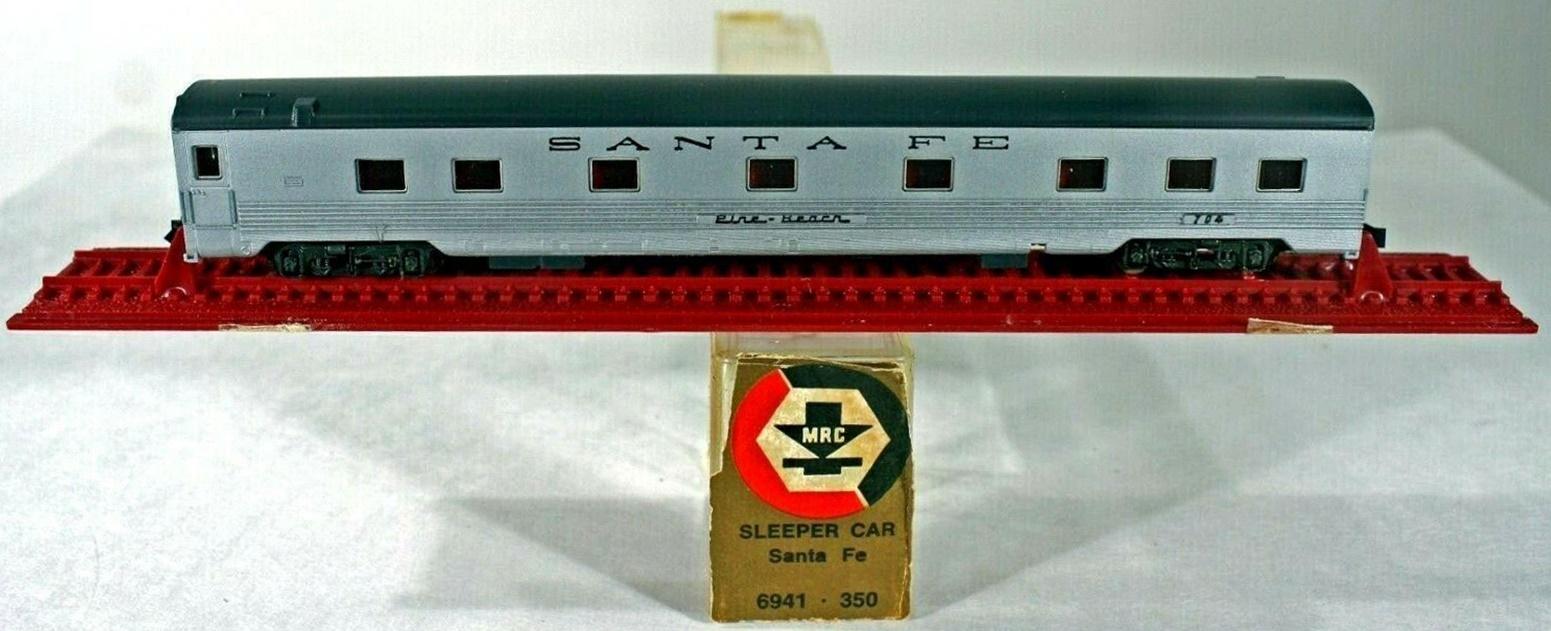 N Scale - MRC - 6941 - Passenger Car, Pullman, Semi-Corrugated, Sleeper 10-6 - Santa Fe - Pine Beach