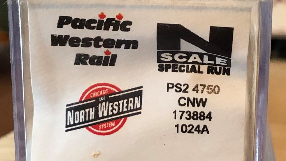 N Scale - Pacific Western Rail Systems - 1024A - Covered Hopper, 3-Bay, Thrall 4750 - Chicago & North Western - 173884