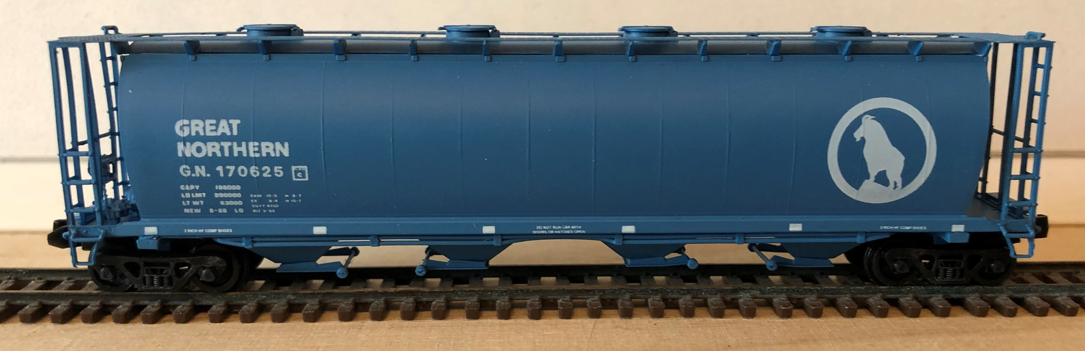 N Scale - Brooklyn Locomotive Works - BLW-1137-B4 - Covered Hopper, 4-Bay, Cylindrical - Great Northern - 170625