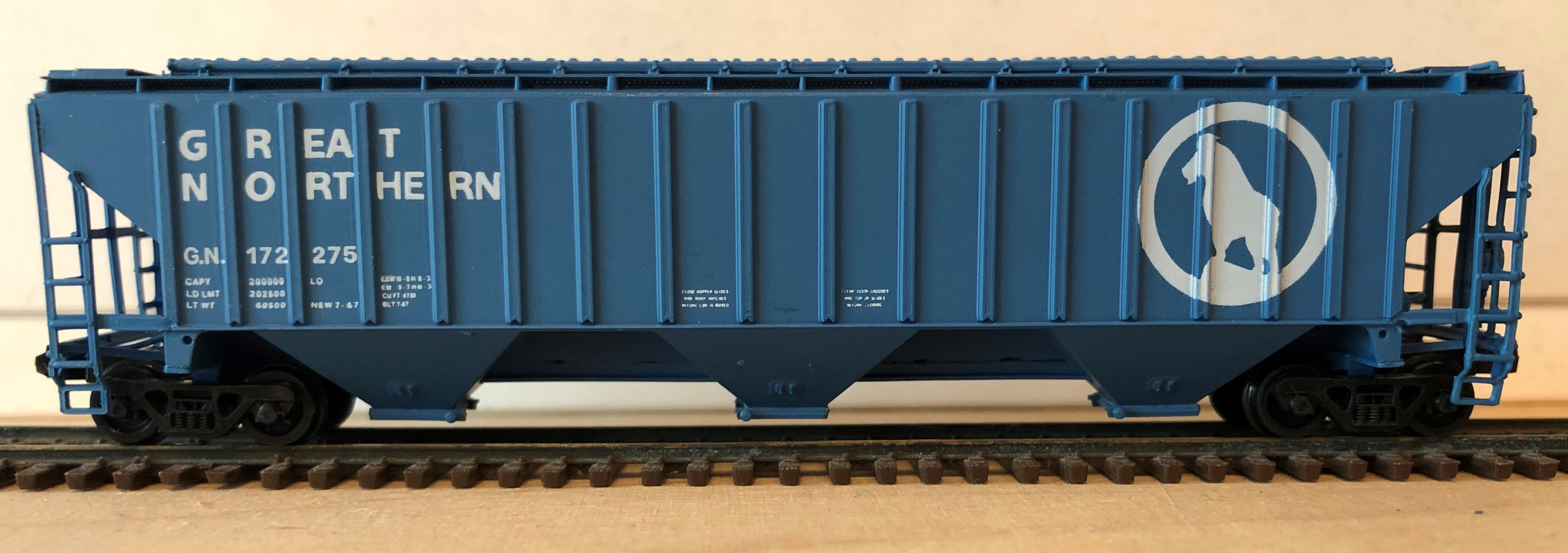 N Scale - Brooklyn Locomotive Works - BLW-1136A-B2 - Covered Hopper, 3-Bay, Thrall 4750 - Great Northern - 172275