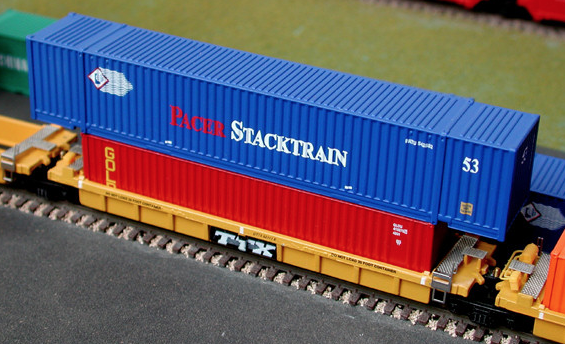 N Scale - Deluxe Innovations - 13010 - Container, 53 Foot, Corrugated - Pacer StackTrain - 2-Pack