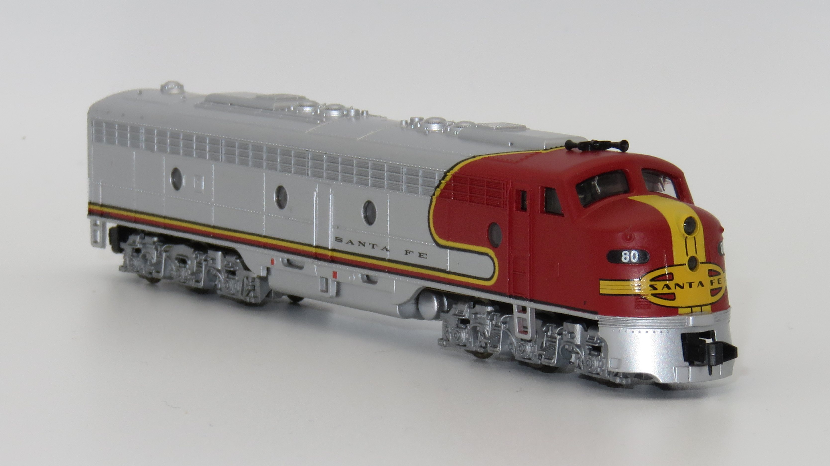 N Scale - Life-Like - 7827-A - Locomotive, Diesel, EMD E8 - Santa Fe - 80L