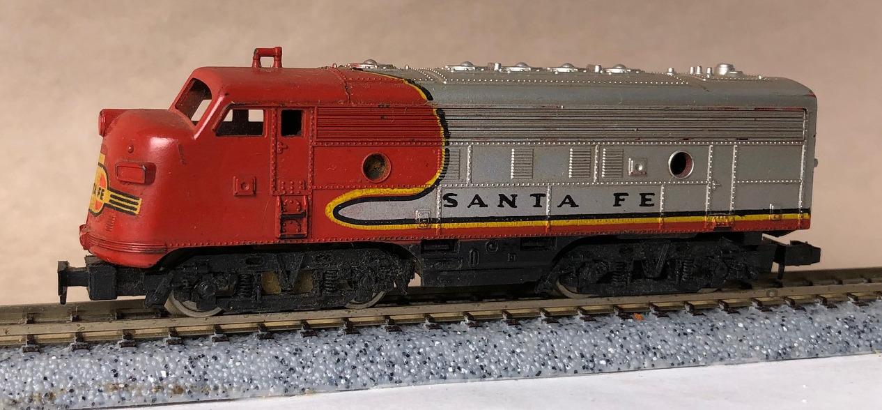 N Scale - AHM - 4244 - Locomotive, Diesel, EMD F7 - Santa Fe