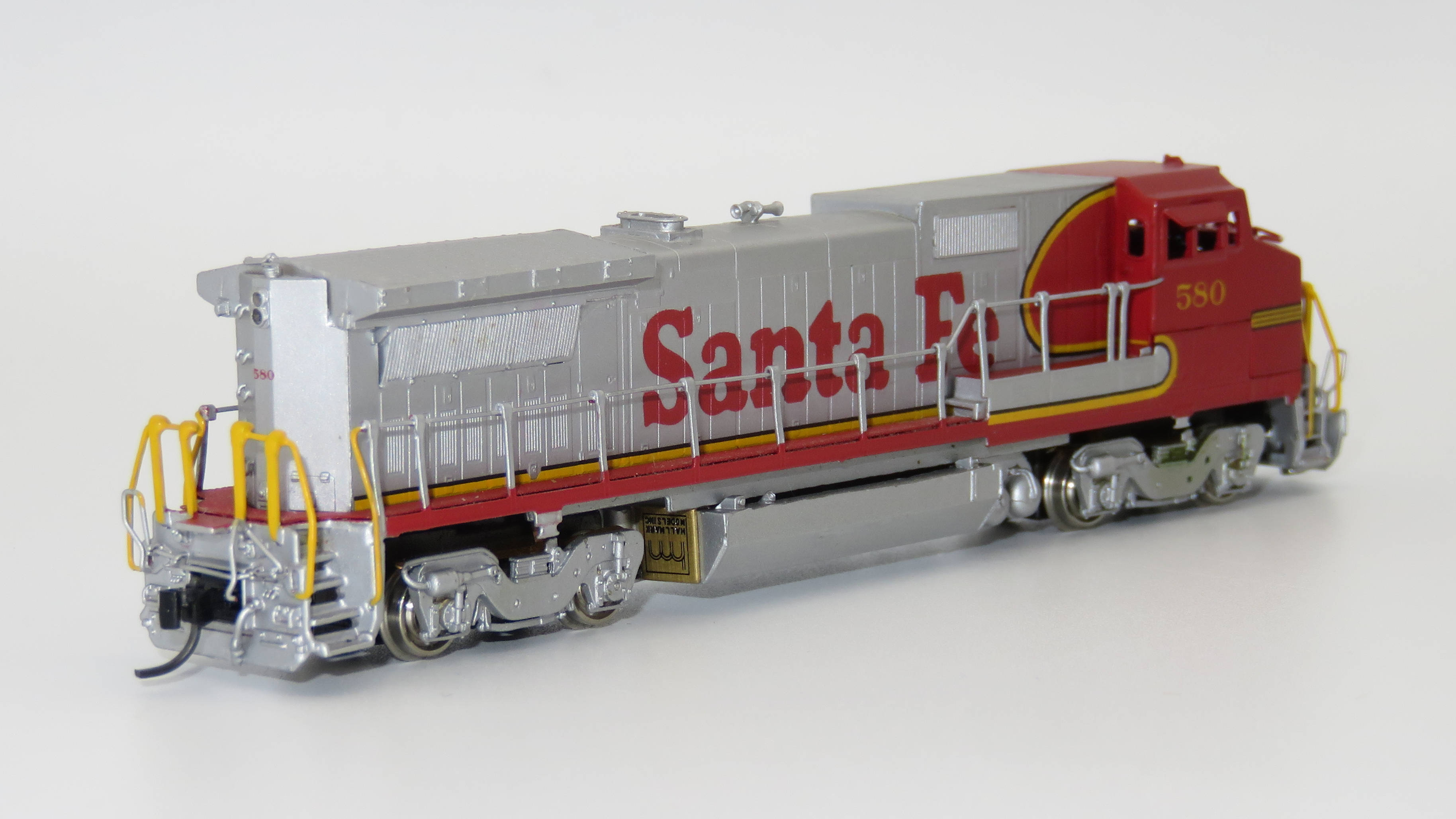 N Scale - Hallmark Models - NS0577-2 - Locomotive, Diesel, GE Dash 8 - Santa Fe - 580