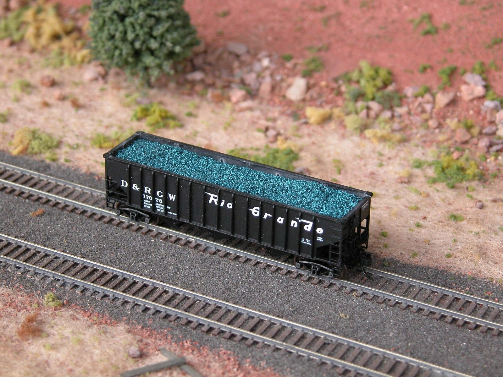 N Scale - Hay Bros - 9601 18 - Load - Painted/Unlettered - Blue Coal Load